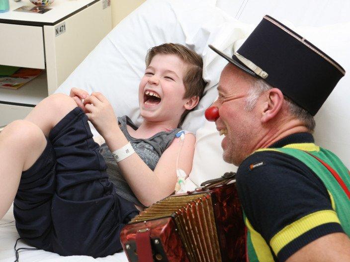 CliniClowns zorgen ervoor dat iemand zich weer even zichzelf voelt in plaats van patiënt of ziek.