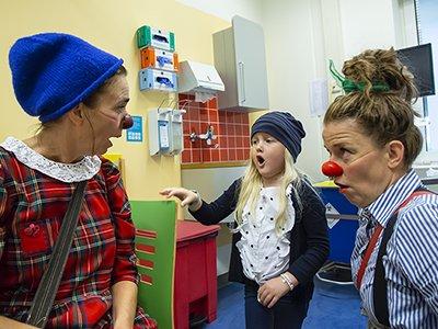 Lees meer over wie de CliniClowns zijn.