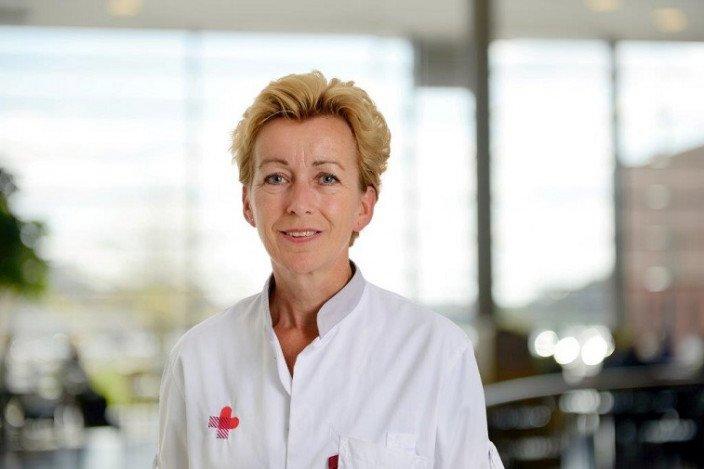 Jolanda van Esch is kinderverpleegkundige in het Jeroen Bosch Ziekenhuis en ziet wat een bezoek van CliniClowns voor de kinderen doet.