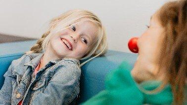 Met jouw kleding inzamelingsactie voor CliniClowns bezorg je zieke kinderen een glimlach.