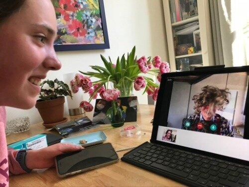 CliniClown Bums (Henk de Wit) heeft contact via de CliniClowns App.