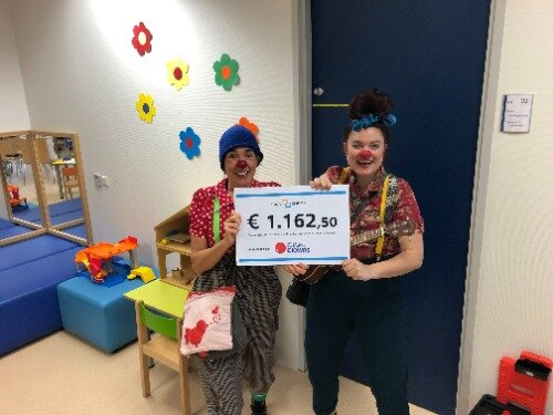 Clown Keet en clown Tip met de cheque