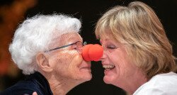 Mevrouw Van den Burg-Baas vroeg voor haar verjaardag donaties aan CliniClowns