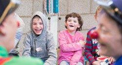 Hoe Aike als CliniClown inspeelt op de rijke fantasie van kinderen