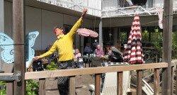 De CliniClowns spelen voor de bewoners van Amaris de veste