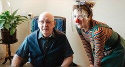 Lou en Bonkie bezoeken echtpaar met dementie