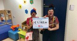 Clown Keet en clown Tip met de cheque