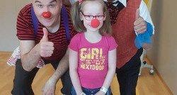 'Een kort bezoekje van de clowns maakt al haar dag'