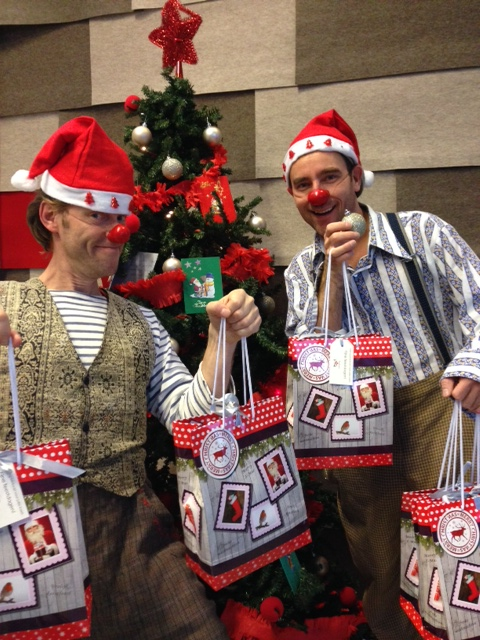 clowns met kerstattenties van Tezet