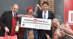 Klanten van Dirk van den Broek schenken 48.677 euro aan CliniClowns